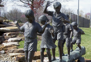 kids on log statue 500 X 343